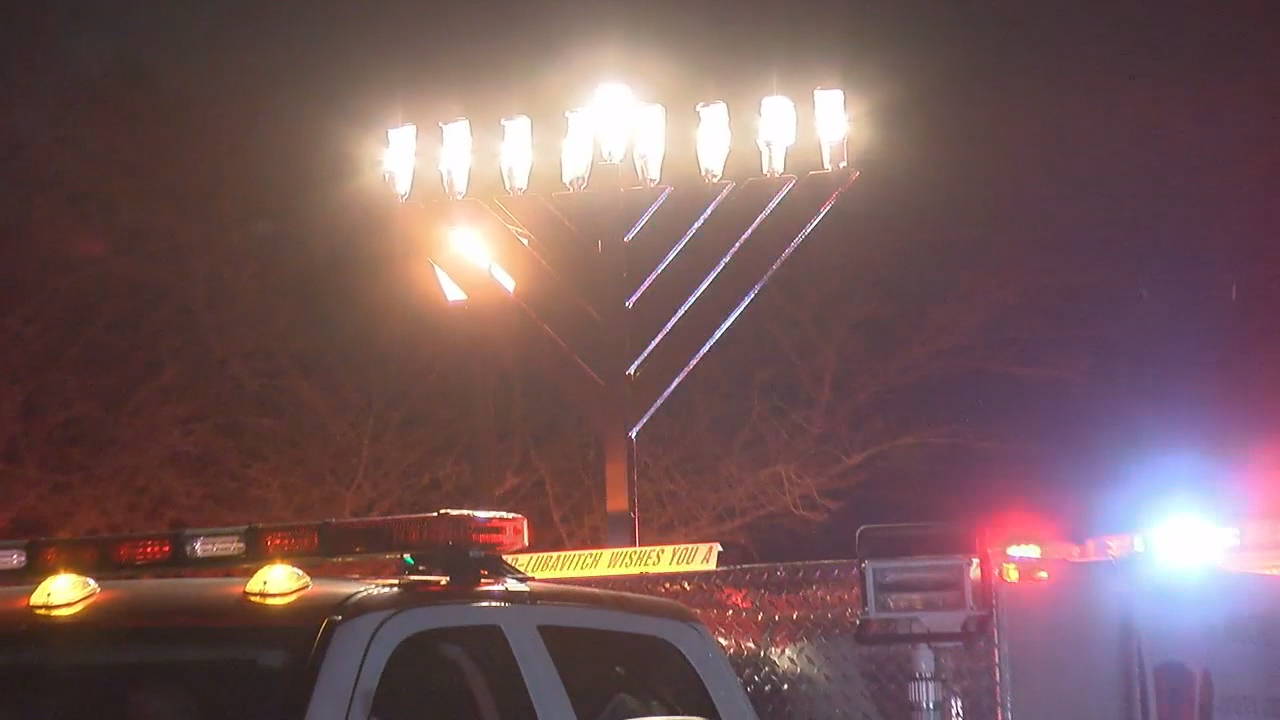 Fallen fire marshal remembered at 15th annual Hanukkah Fire Truck Parade (ABC7)