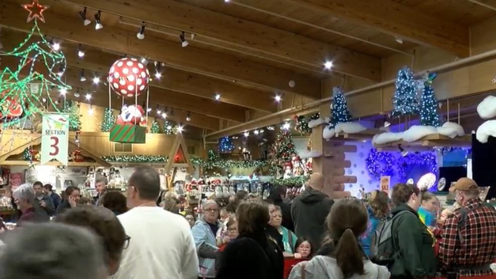 Bronners Christmas Wonderland.Santa Visits Bronner Rsquo S Christmas Wonderland Wsmh