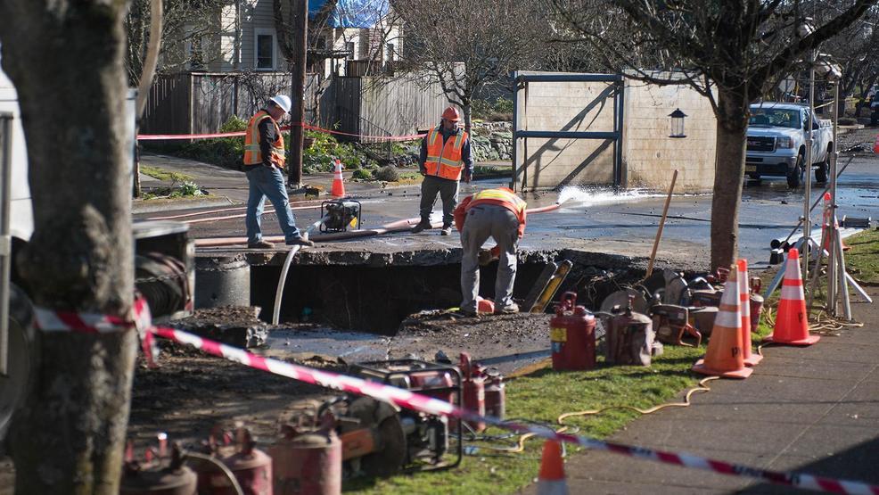 Crews work through the night to repair water main break in NE Portland