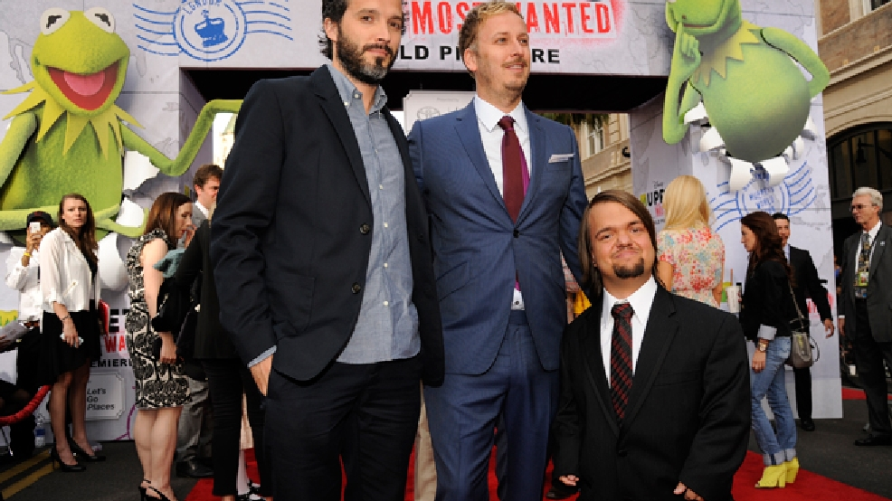 "James Bobin, center, director/co-writer of ""Muppets Most Wanted,"" poses with Bret McKenzie, left, original songwriter and music supervisor for the film, and cast member Dylan ""Hornswoggle"" Postl at the premiere of the film on Tuesday, March 11, 2014, in Los Angeles. (Photo by Chris Pizzello/Invision/AP)"