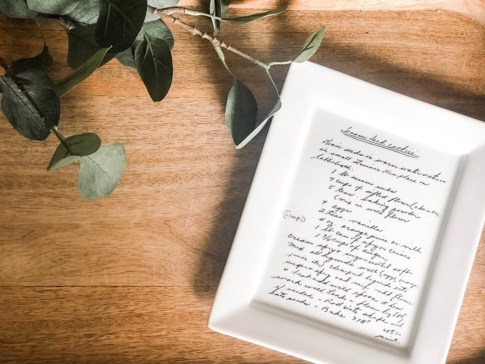 Turn mom's favorite heirloom recipe into a sweet, useful keepsake. This Etsy shop owner will transfer the written text in the original handwriting onto a custom plate. $58 @ Amazon (Image: Amazon){ }