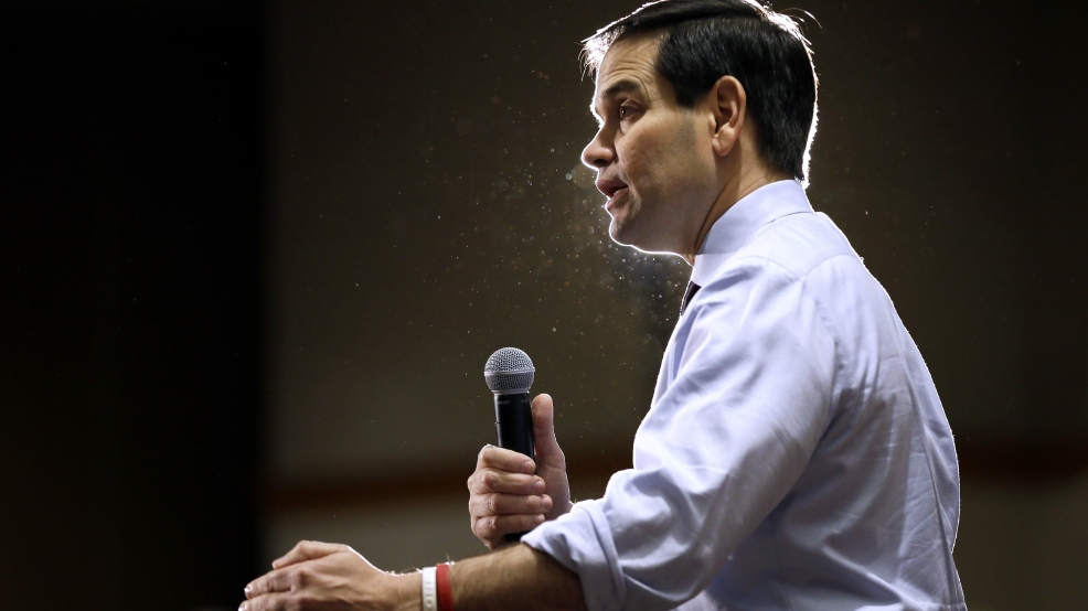 Democratic, GOP races tight as Iowa kicks off 2016 voting ...