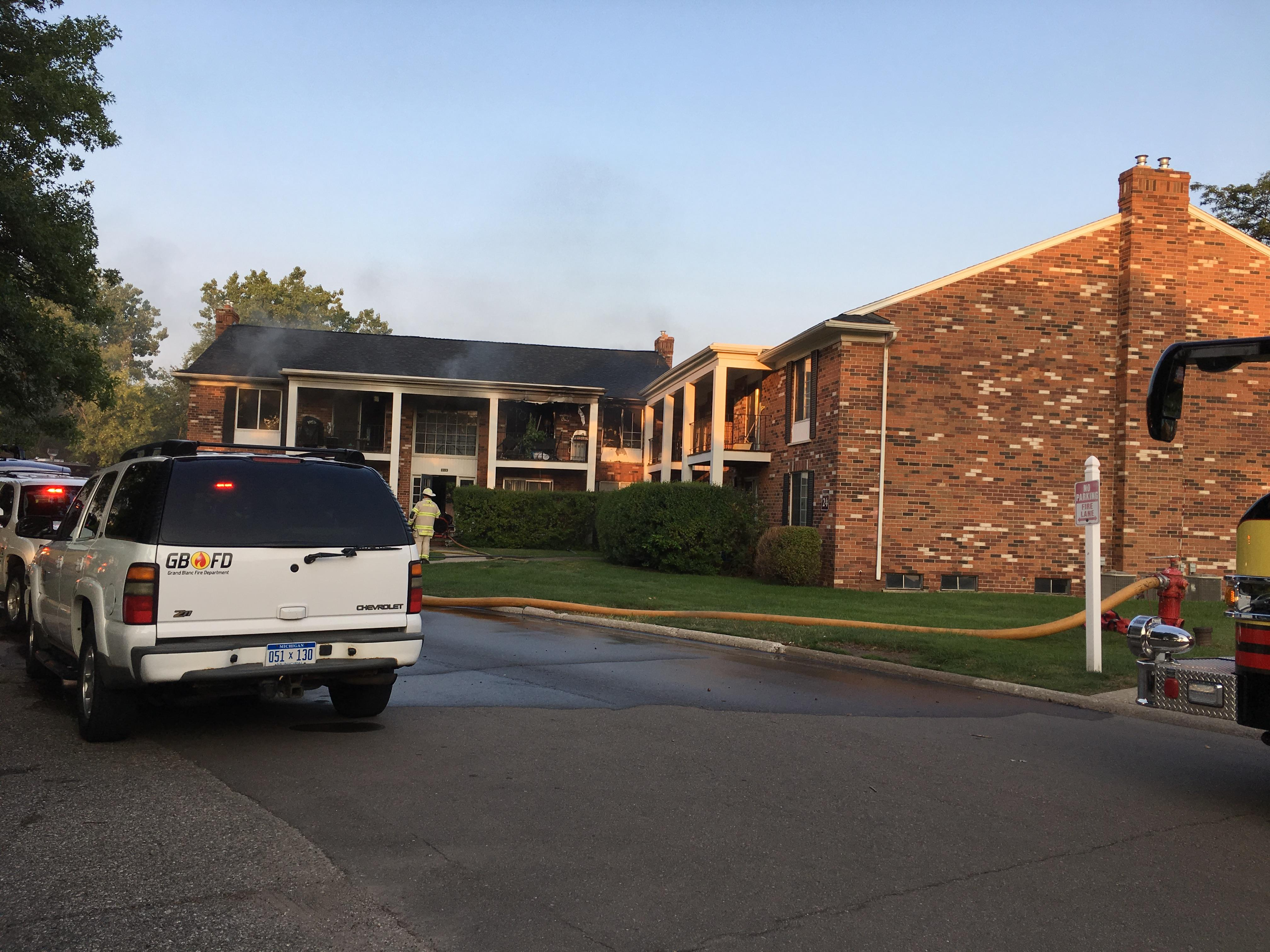 Grand Blanc firefighters responding to a fire at the Knollwood Apartments on Hill Road in Grand Blanc on Saturday evening.(photo Credit: Jasmine Brown)