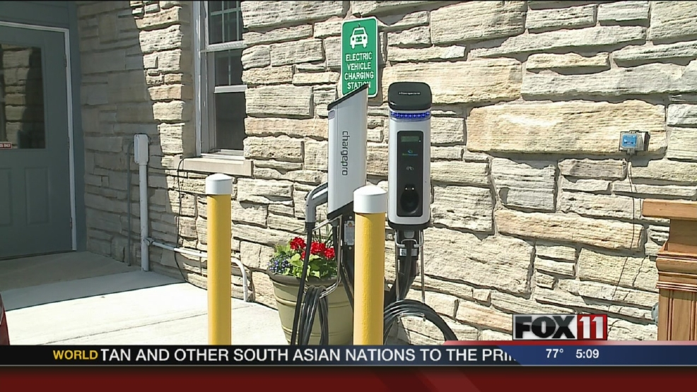 Electric vehicle charging station opens in Sturgeon Bay