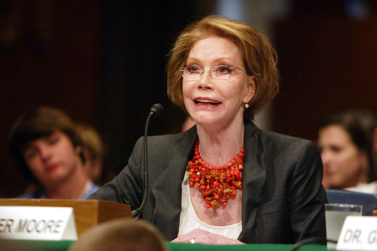 Mary Tyler Moore testifies during a Senate hearing for the Juvenile Diabetes Research Foundation on the need for federal funding for Type 1 Diabetes research at the Senate Dirksen Building Washington  Featuring: Mary Tyler Moore Where: DC, United States When: 24 Jun 2009 Credit: WENN