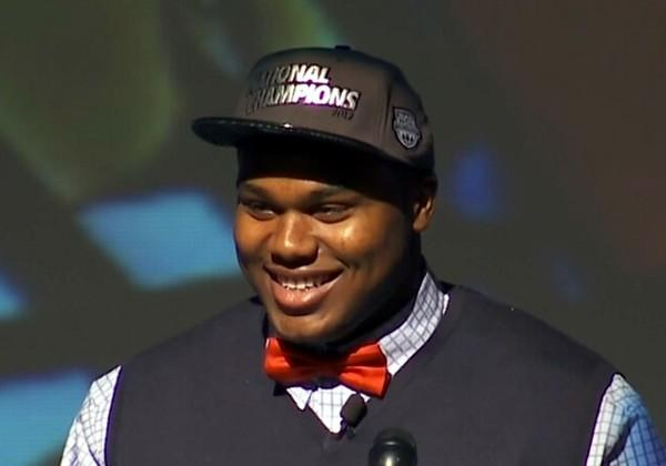 Muscle Shoals High defensive tackle Dee Liner signs his letter of intent to play football at the University of Alabama on National Signing Day, Wednesday, February 6, 2013.