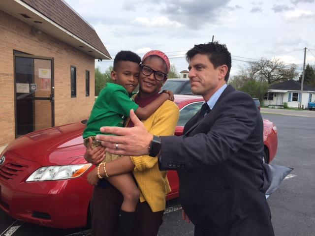 Marion single mother Jessica Coleman won attorney Joel Spitzer's essay contest for a free car that honors Spitzer's mother. (WSYX/WTTE)