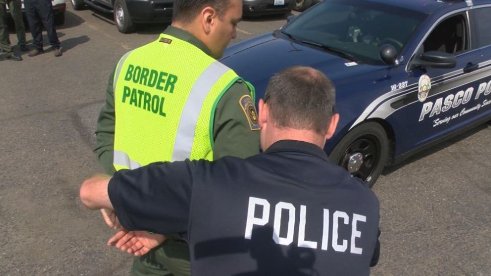 Pasco Police take crash course in Spanish to better serve