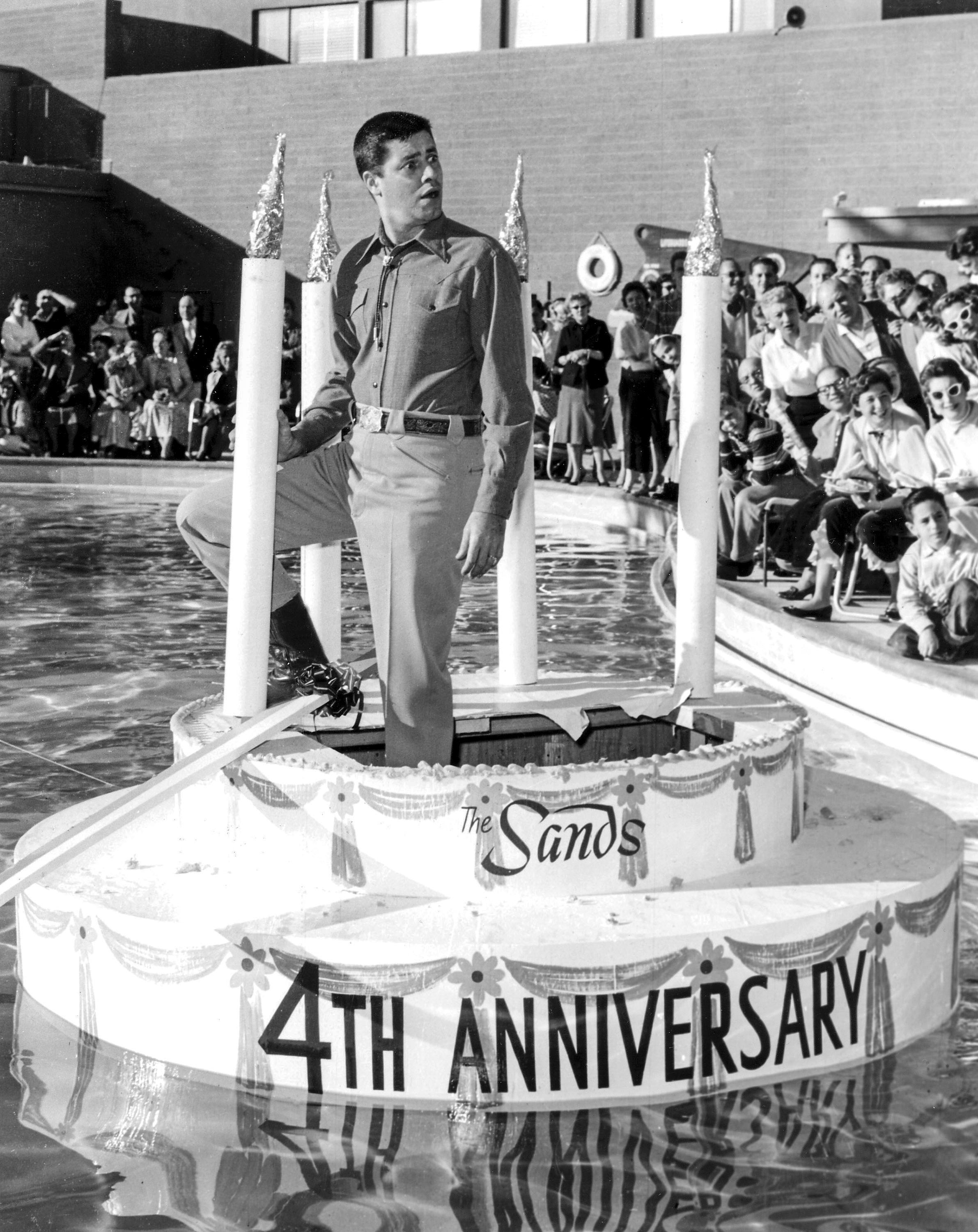 Jerry Lewis at the Sands 4th birthday party  12/15/56                 Sands Jerry Lewis 12/15/1956. CREDIT: Las Vegas News Bureau