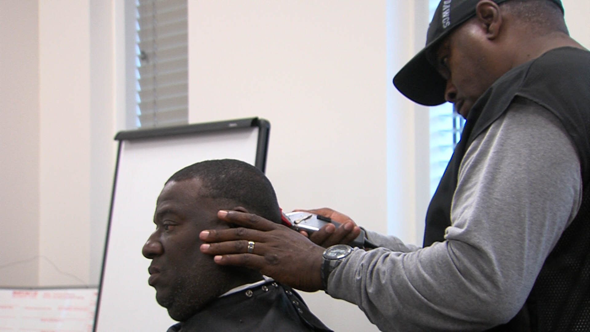 Free haircuts for VECTR veterans / Ronshad Berry (WGXA)<p></p>