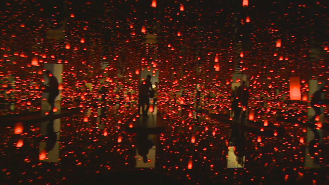 A line wrapped around the Seattle Art Museum Monday morning as people waited to see the new Infinity Mirrors exhibit. (Photo: KOMO News)