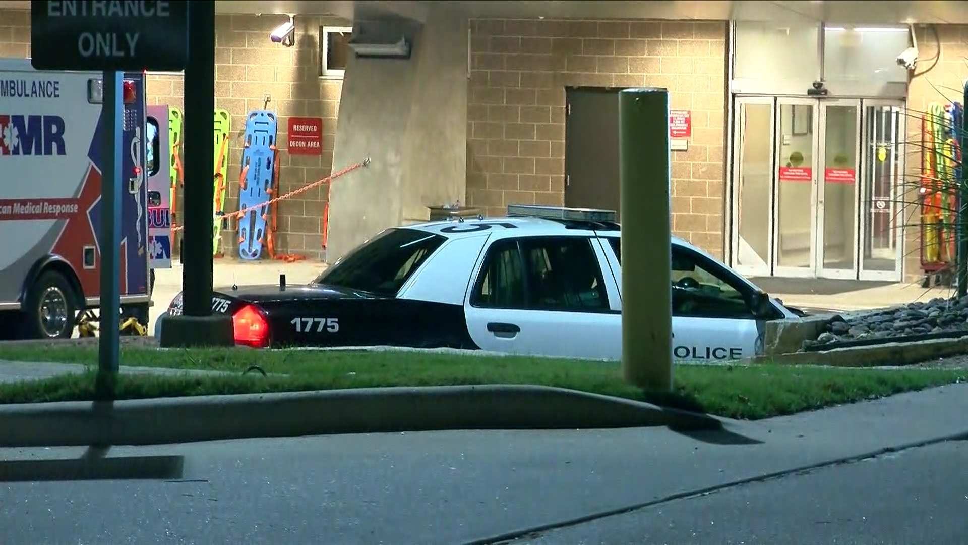 Police at South Austin Hospital on August 4, 2017, where a shooting victim died.  Photo: CBS Austin/Leslie Allrich