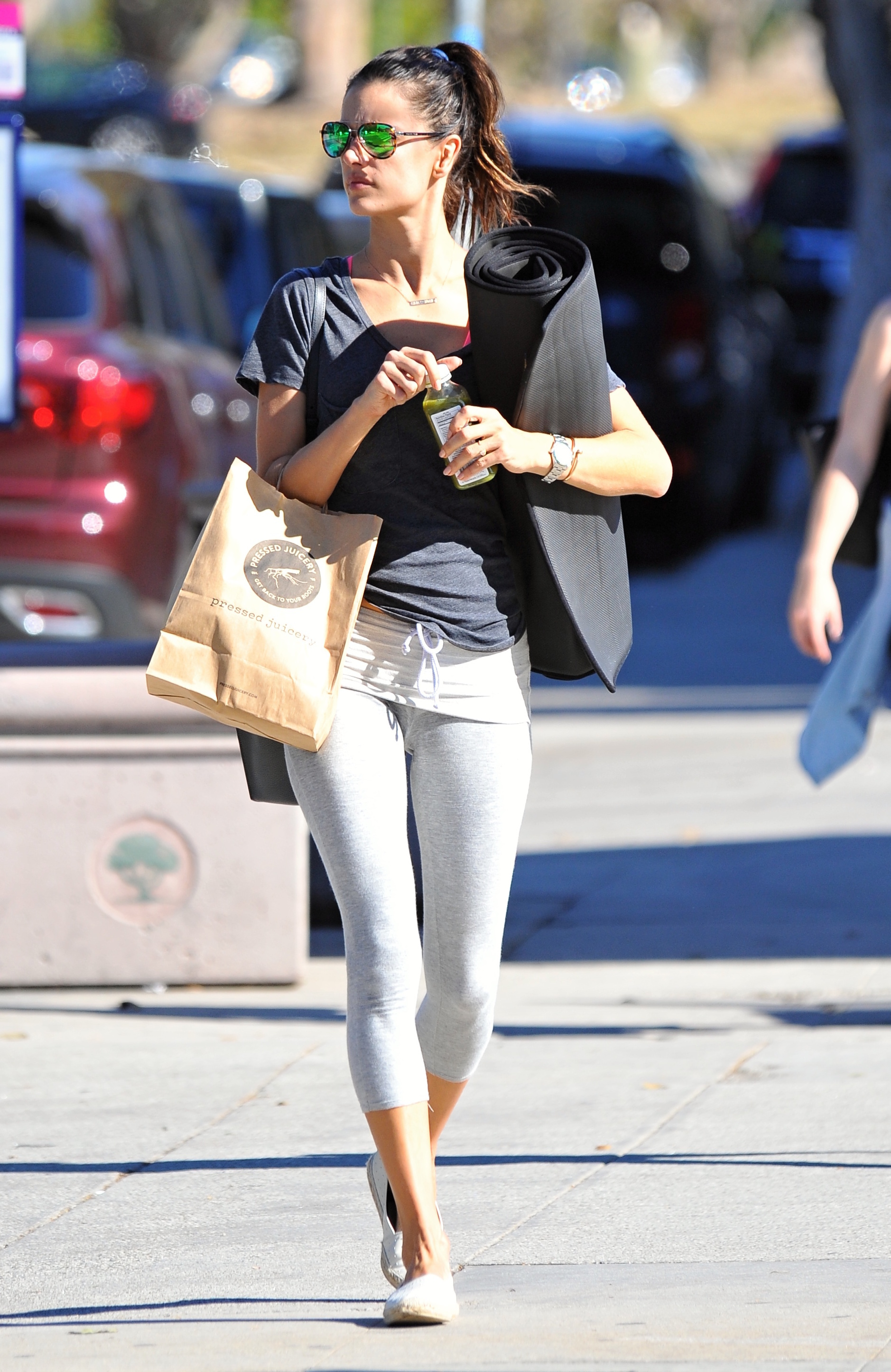 Alessandra Ambrosio leaves a yoga class                                    Featuring: Alessandra Ambrosio                  Where: Los Angeles, California, United States                  When: 21 Nov 2015                  Credit: WENN.com