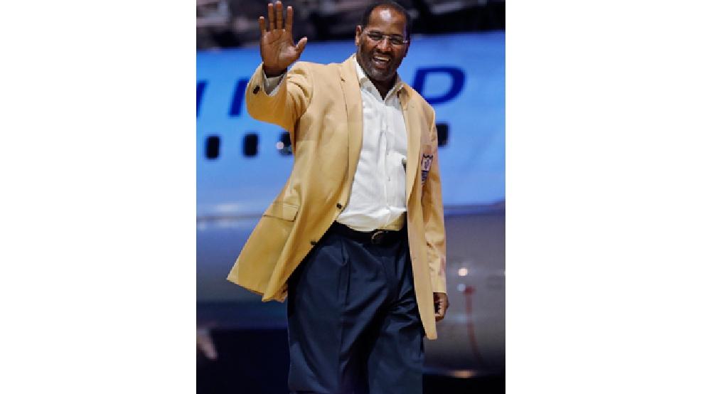FILE - In this May 2, 2014 file photo, Richard Dent is introduced before the inaugural Pro Football Hall of Fame Fan Fest at the International Exposition Center in Cleveland. A group of retired NFL players says in a lawsuit that the league illegally supplied them with risky painkillers that numbed their injuries and led to medical complications. Attorney Steven Silverman says his firm filed the lawsuit Tuesday, May 20, 2014, in federal court in San Francisco. The eight named plaintiffs include Hall of Fame defensive end Richard Dent and quarterback Jim McMahon. (AP Photo/Mark Duncan, File)