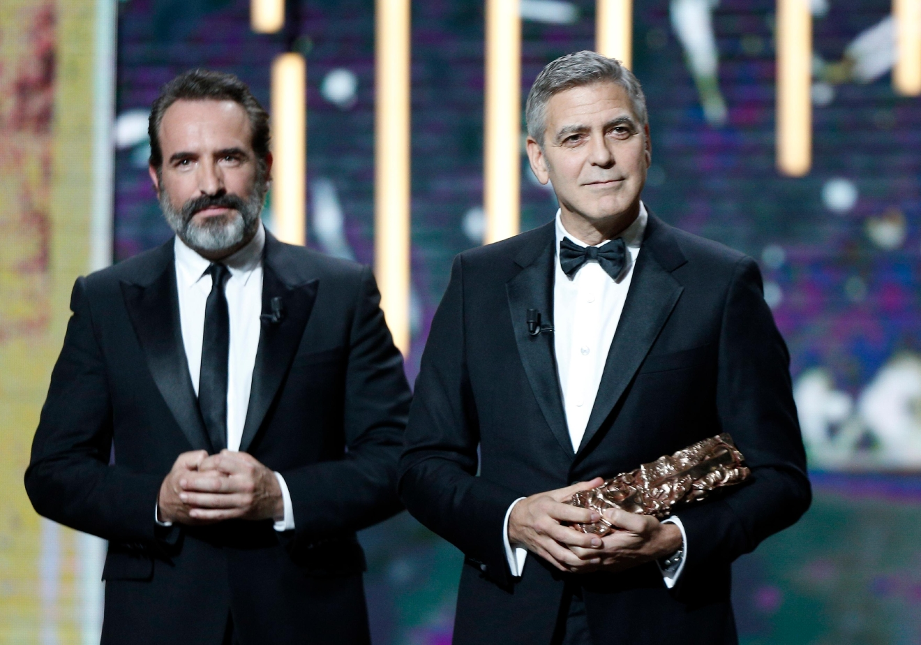 Clooney uses cesar award to warn about hate in age of for Age dujardin