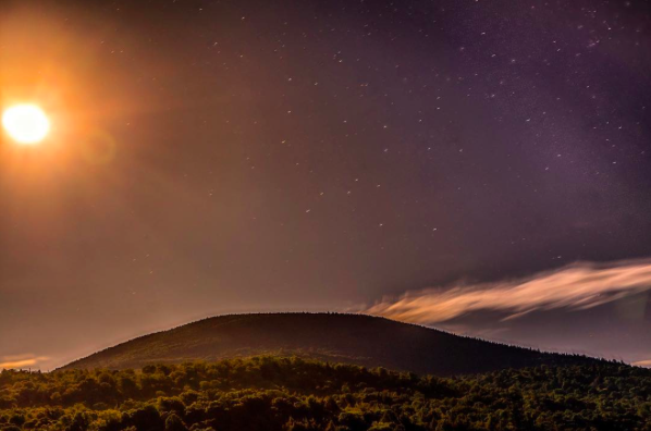 IMAGE: IG user @stgphotography128 / POST: The moon over long lake #adirondacks #longlake