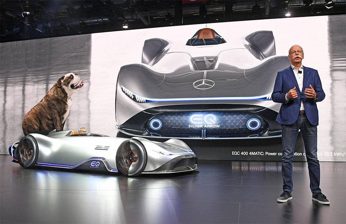 02 October 2018, France, Paris: Dieter Zetsche, Chairman of the Board of Management of Daimler AG and Head of Mercedes-Benz Cars, will present the electrically powered Mercedes-Benz Vision EQ Silver Arrow on the 1st press day at the Paris International Motor Show. From 02.10. to 03.10.2018 the press days will take place at the Paris Motor Show. It will then be open to the public from 04.10. to 14. October. Photo: Uli Deck/dpaWhere: Paris, Île-de-France, FranceWhen: 02 Oct 2018Credit: Uli Deck/picture-alliance/Cover Images