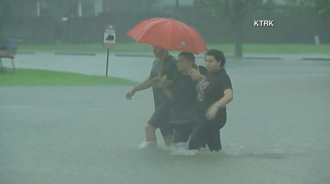 Houston first responders work to rescue stranded residents (Photo: KTRK / CNN Newsource)