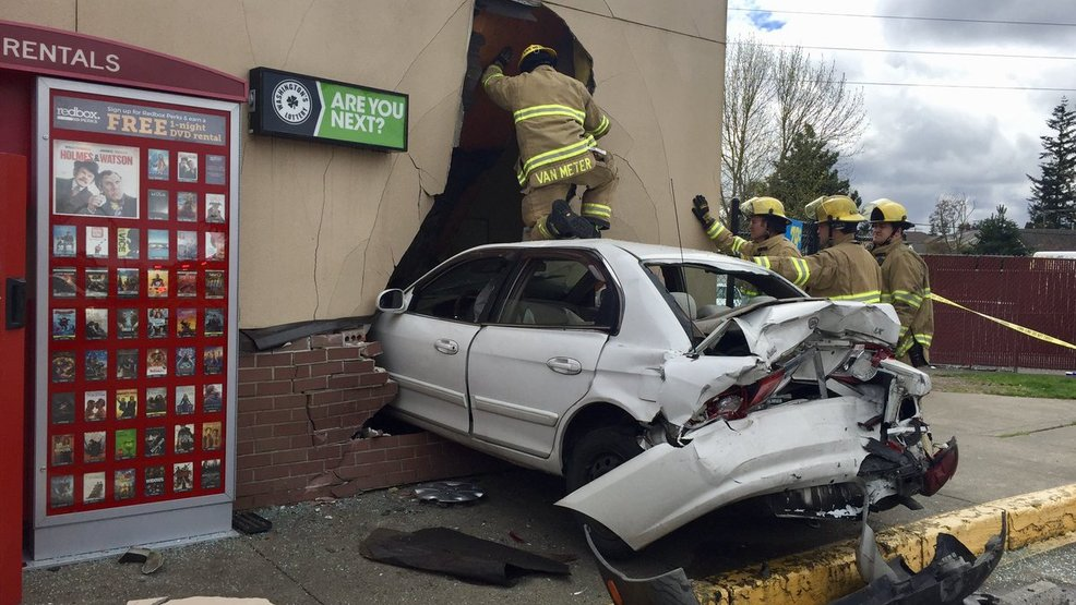 Two Injured After Car Crashes Into Tacoma 7 Eleven Komo