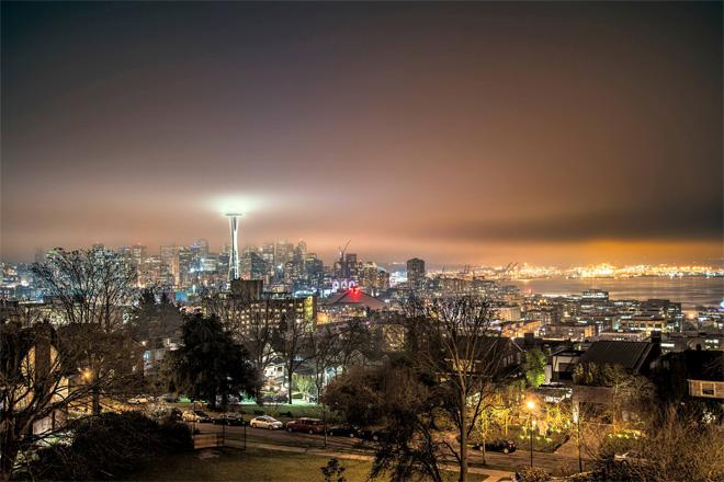 Space Needle in the fog. (Photo: Ash Photos)