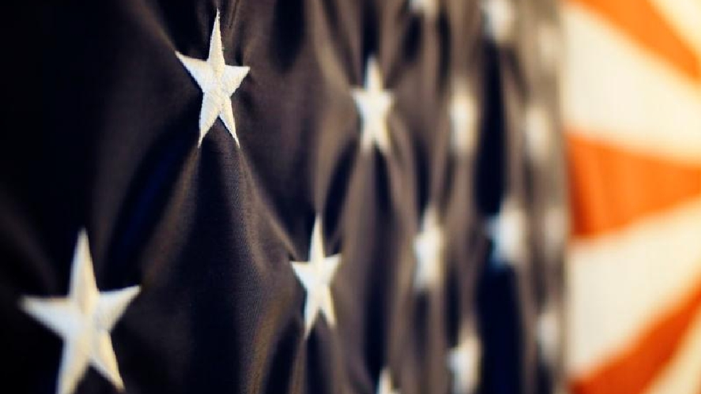 800px-Angled_closeup_of_the_US_flag.jpg