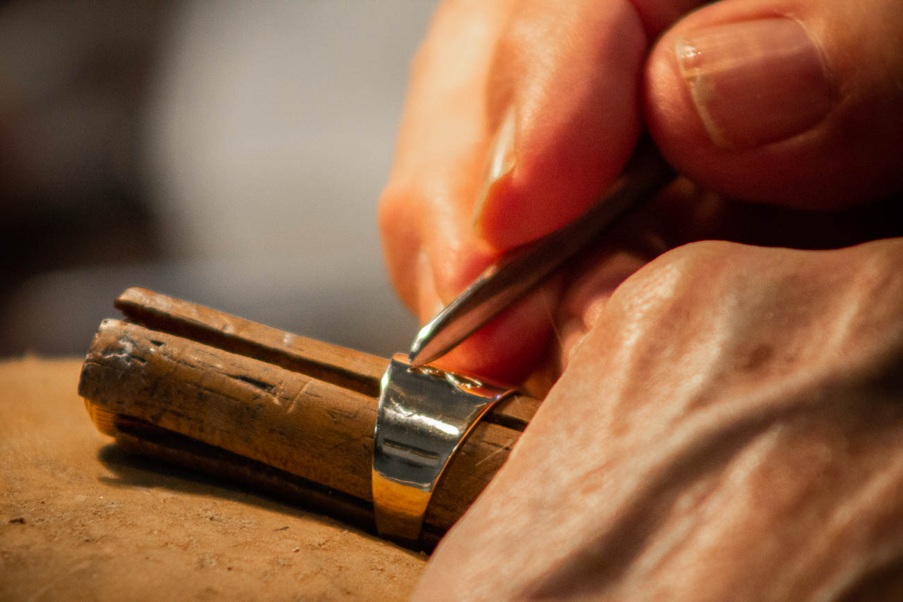 Tony Gilson engraving an item by hand / Image: Katie Robinson, Cincinnati Refined // Published: 3.9.19