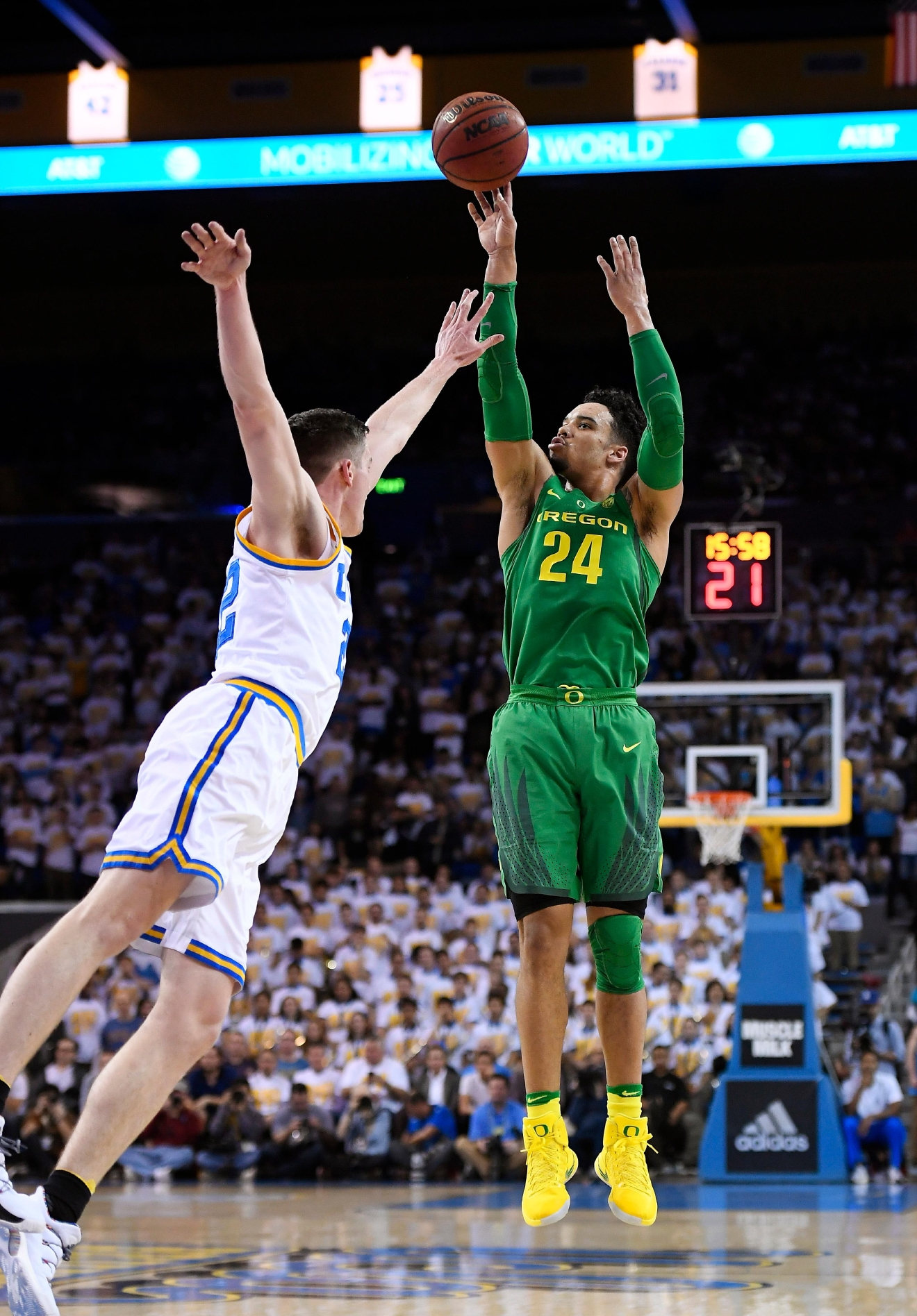 Oregon forward Dillon Brooks, right, shoots as UCLA forward TJ Leaf defends during the first half of an NCAA college basketball game, Thursday, Feb. 9, 2017, in Los Angeles. (AP Photo/Mark J. Terrill)