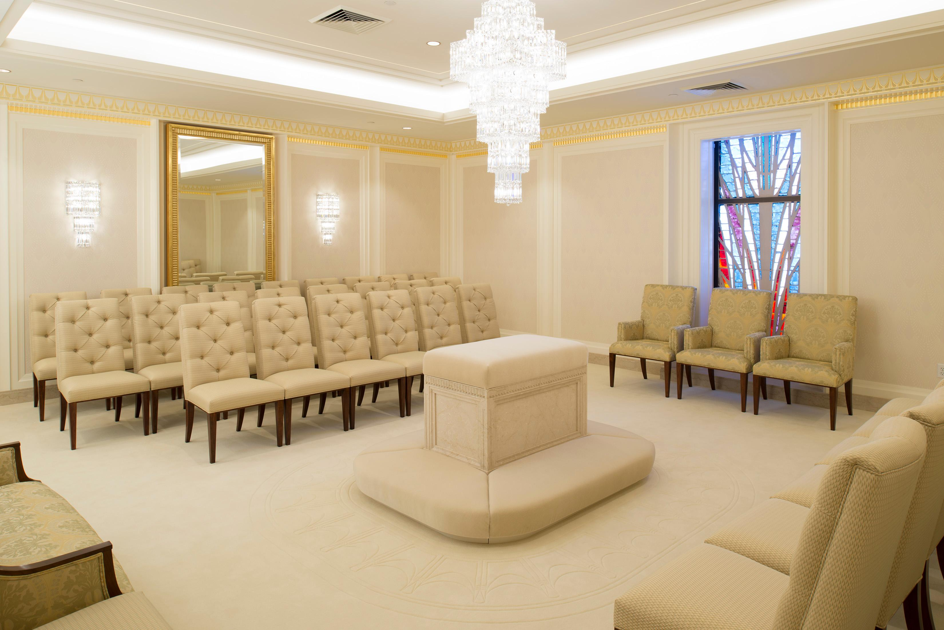 One of the sealing rooms in the Jordan River Utah Temple.{ }©2018 BY INTELLECTUAL RESERVE, INC. ALL RIGHTS RESERVED.