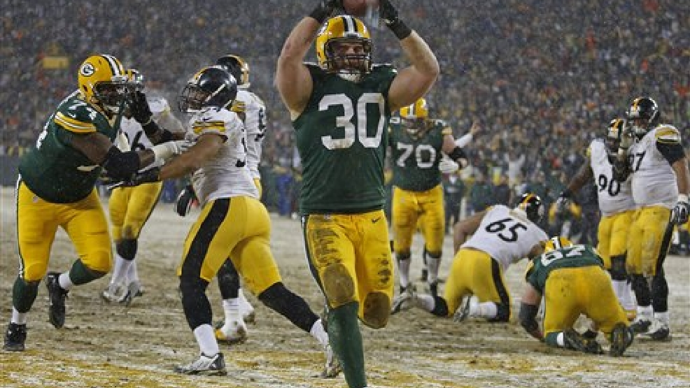 Green Bay Packers fullback John Kuhn rushes for a touchdown against the Pittsburgh Steelers during an NFL football game Sunday, Dec. 22, 2013, in Green Bay, Wis. (AP Photo/Matt Ludtke)