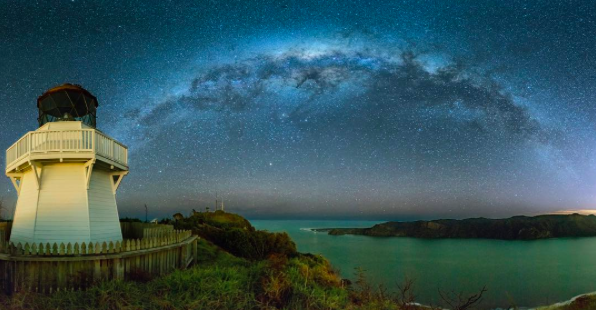 IMAGE: IG user @iamcordz / POST: ManuKau Heads Lighthouse Astro