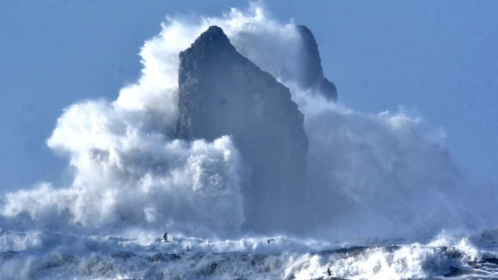The incredible scenes from Thursday's massive coastal waves