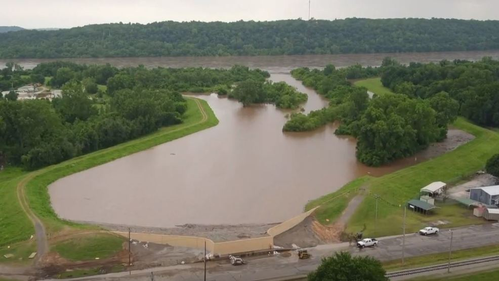 Oklahoma's congressional delegation pushes for quick levee repairs