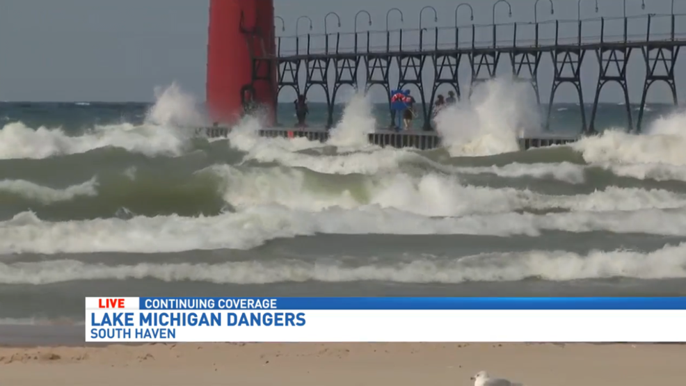 dangerous waves rip currents lead officials to post red. Black Bedroom Furniture Sets. Home Design Ideas