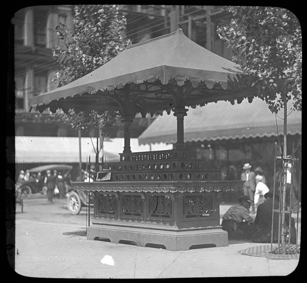 An old market stand on the Square / DATE: Unknown / COLLECTION: Public Library of Cincinnati and Hamilton County, Joseph S. Stern, Jr. Cincinnati Room / Image courtesy of the digital archive of The Public Library of Cincinnati and Hamilton County // Published: 4.4.18