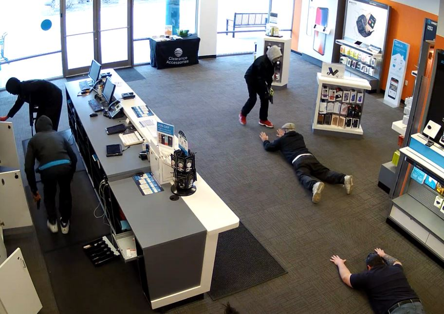 7 in custody after armed robbery at Huber Heights AT&amp;amp;T store (Surveillance footage courtesy AT&amp;amp;T authorized retailer)<p></p>