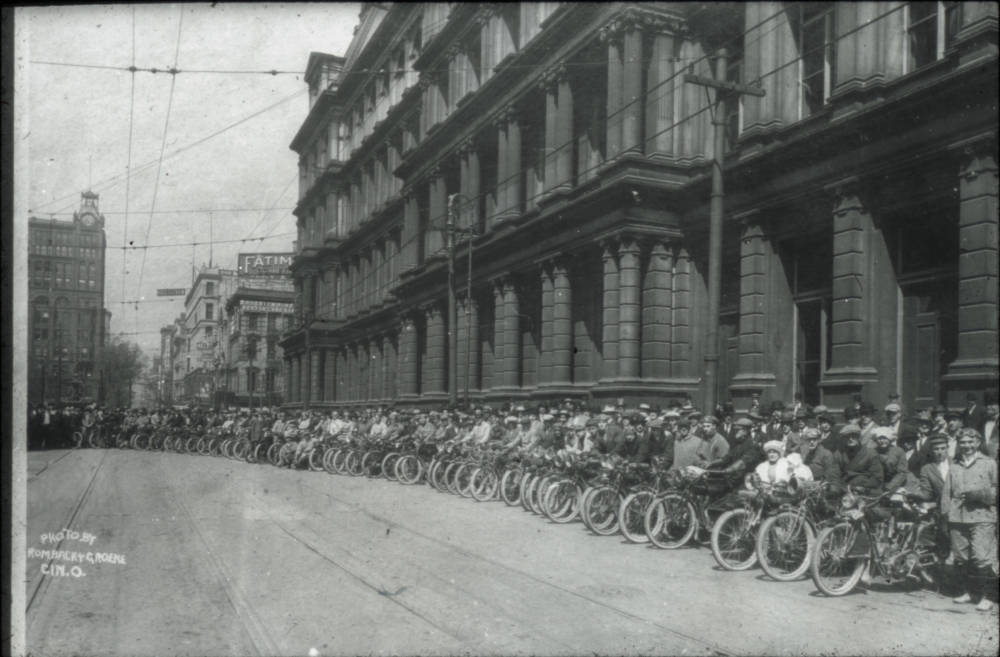 A long line of motorcycles parks along the north side of Government Square in the early 1900s./ Image courtesy of the Public Library of Cincinnati and Hamilton County // Published: 9.27.18