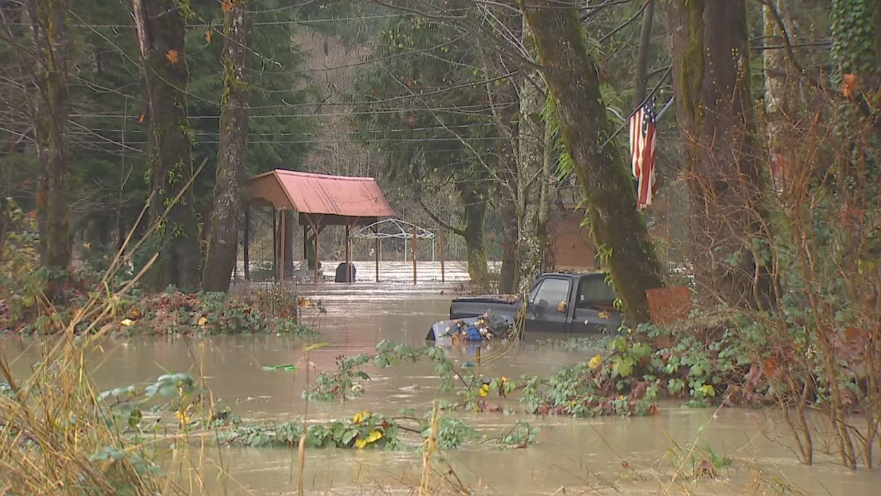 "In the small town of Concrete in Skagit County, many residents woke up to flooded roads from the Skagit River, which has reached ""major"" flood status. (Photo: KOMO Staff)"