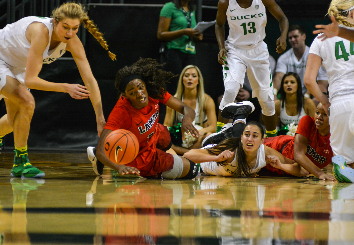 Lamar Cardinals Kiandra Bowers (#33) dives for a loose ball. The Oregon Ducks women's basketball team won their season opener against the Lamar Cardinals 84-67. Photo by Jacob Smith, Oregon News Lab