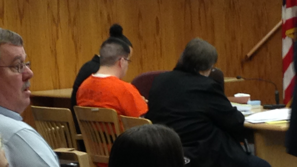 Clinton Lovelace appears in court for his sentencing, Feb. 6, 2014. (WLUK/Chad Doran)