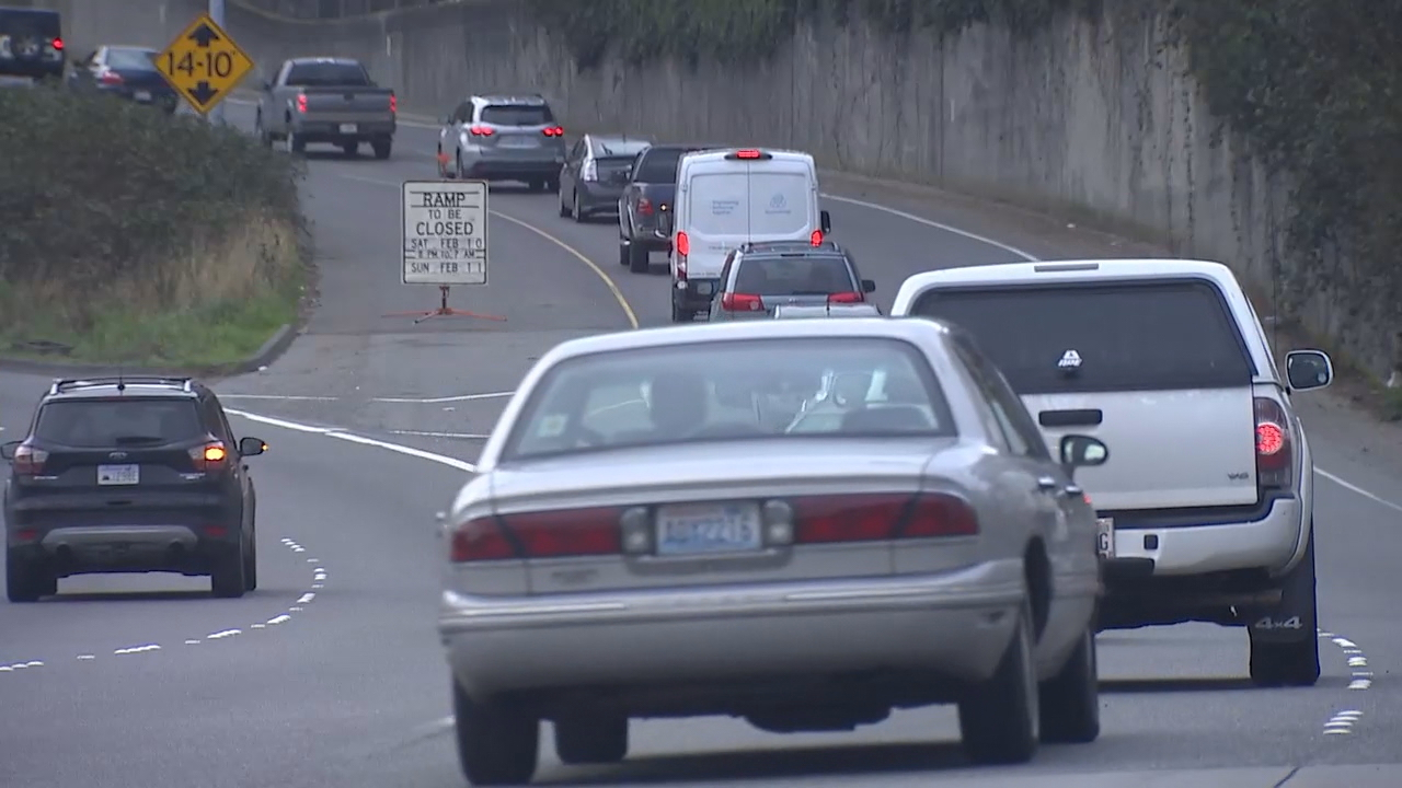 The notoriously congested on-ramps from Mercer Street to Interstate 5 in Seattle will present motorists with a new wrinkle starting next month when ramp metering begins. (Photo: KOMO News)