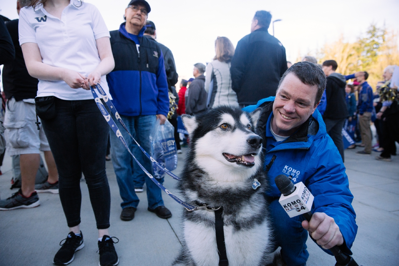 We are so saddened to learn of the passing of Dubs I, the retired goodest mascot of the University of Washington. You gave so many fans, reporters, players and families so much love - we miss you, but we just know you're in DaWg heaven. (Image: Joshua Lewis / Seattle Refined)