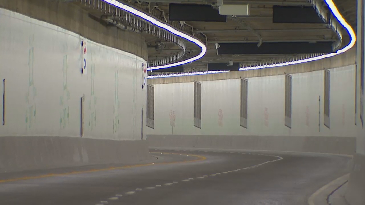 SR 99 tunnel warning for drivers