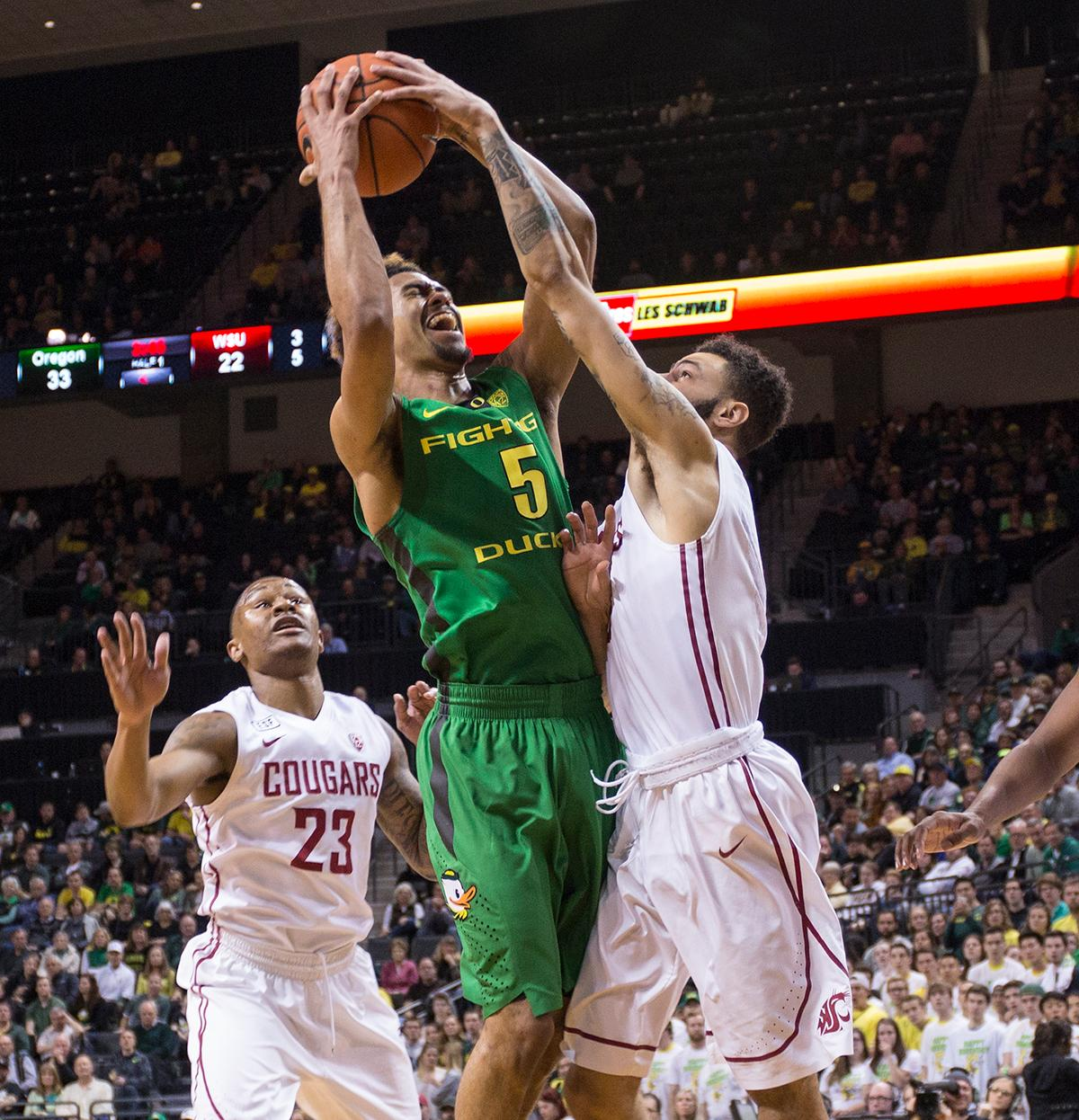 A Washington State Cougars' player defends against the Oregon Ducks' Tyler Dorsey (#5). The Ducks beat the Cougars 76-62. Kianna Cabuco, Oregon News Lab