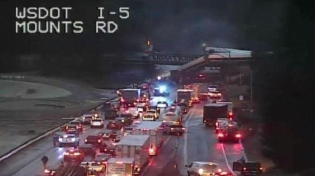 Amtrak train derails in Pierce County, Washington. (Photo: KOMO)