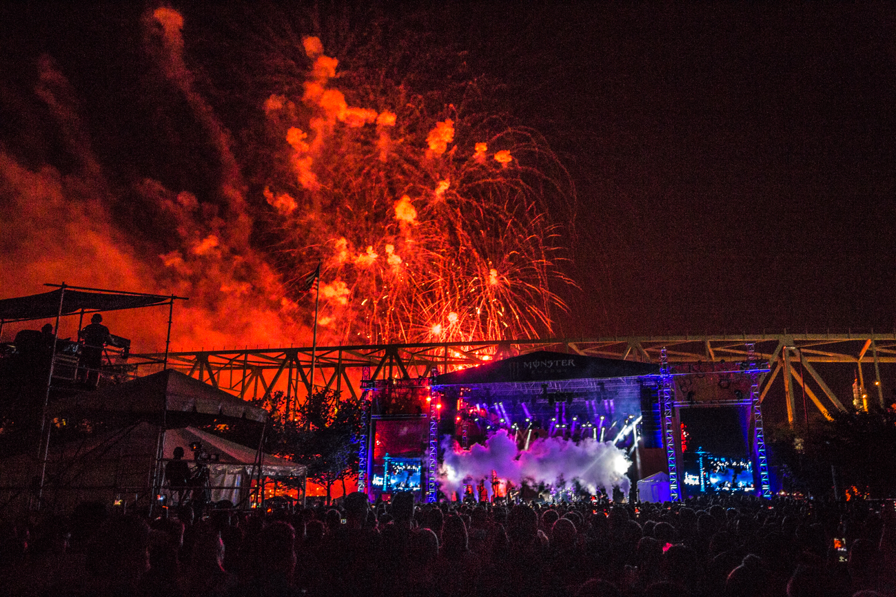Fall Out Boy + the Red's Friday Night Fireworks / Image: Catherine Viox