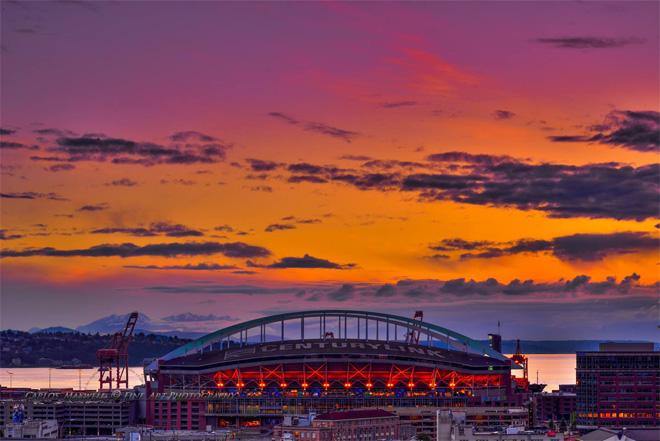 A beautiful sunset over the city as Century Link. (Photo: Carlos Maxwell)