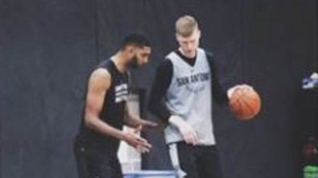 Bertans learning post defense from Tim Duncan